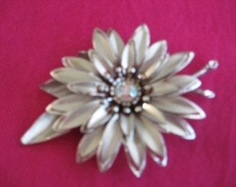 Vintage Daisy on Silver Tone Brooch with AB Rhinestone