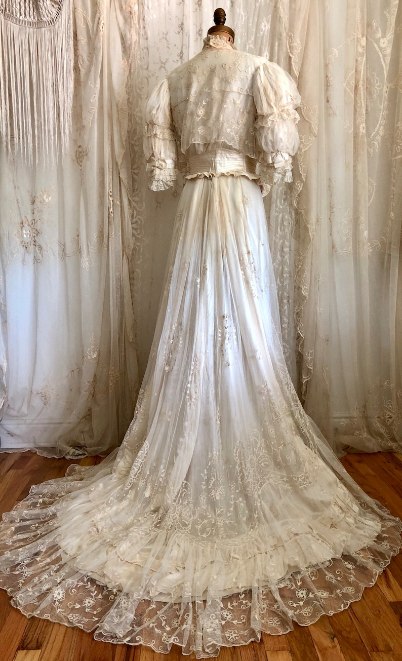 Antique Lace Wedding Dresses