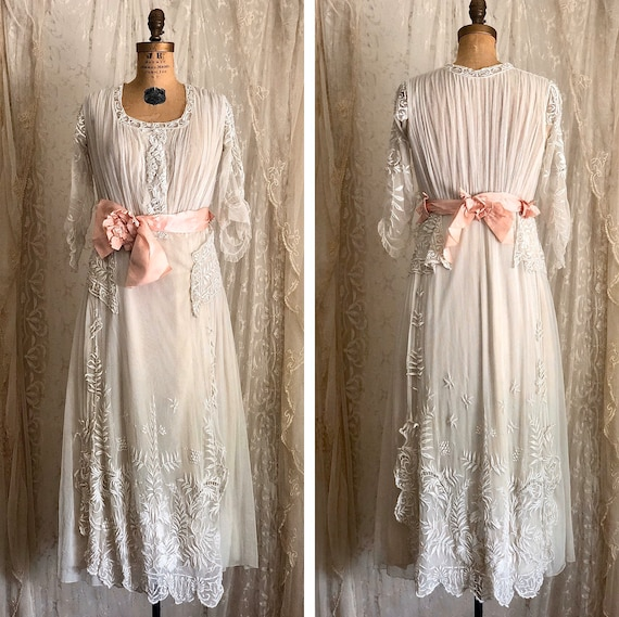 Exquisite Antique Embroidered Net Lace Wedding Dre