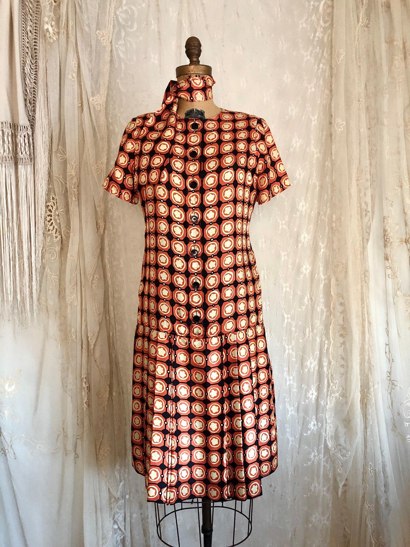Vintage Scarf Styles -1920s to 1960s Oscar De La Renta Silk DressDesigner Vintage Geometric Print Mod 60s Size ML $57.00 AT vintagedancer.com