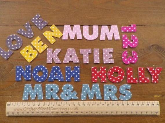 Blanco Gris con estrellas de hierro en letras y números