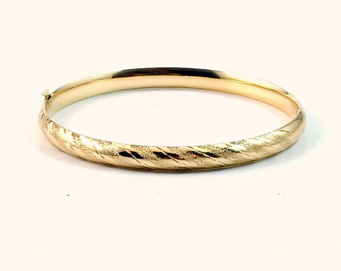 New! N.O.S. Estate Purchase 14k Y/G Diamond Cut & Etched 6mm Oval Hinged Bangle Bracelet