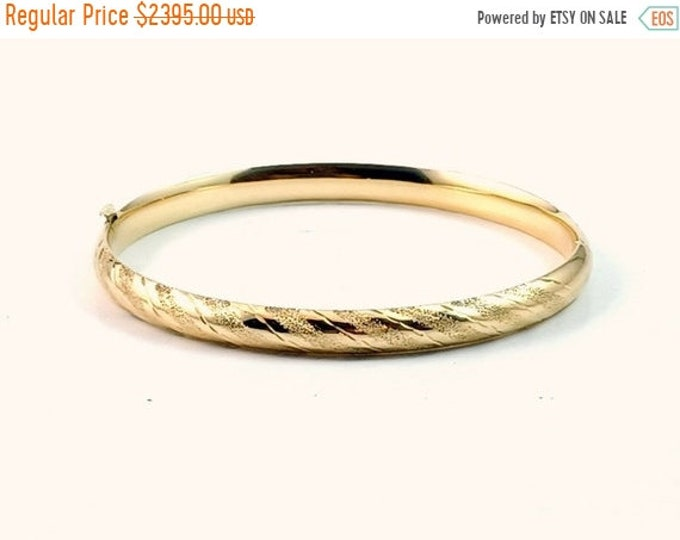 50% OFF New! N.O.S. Estate Purchase 14k Y/G Diamond Cut & Etched 6mm Oval Hinged Bangle Bracelet