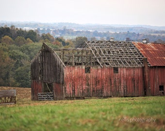 Photography, Old Tobacco Barn Along A Kentucky Back Road, 11 x 14 Inch Photographic Print