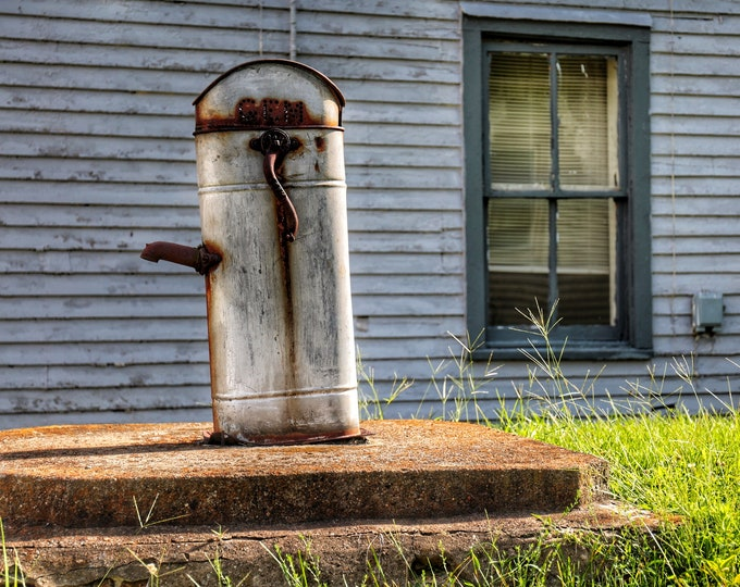 Photography, Landscape, Antique Water Pump, Country Scene, 11 x 14 Inch Photographic Print