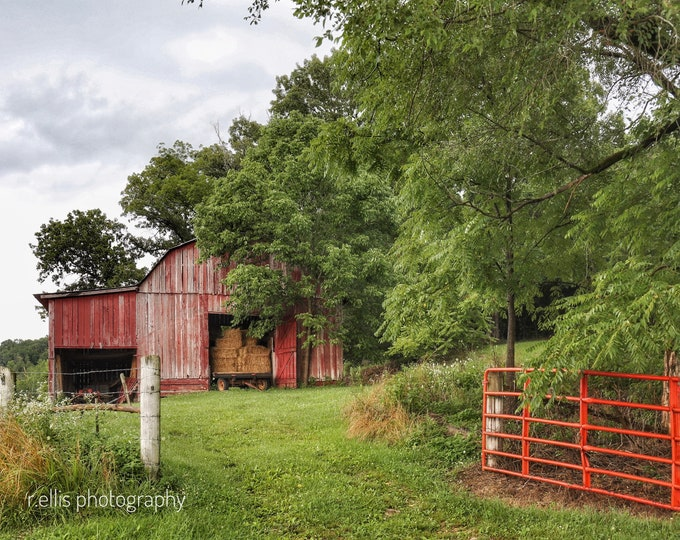 Photography, Old Barn Along The Backroads Of Kentucky, Photographic Print, 11 x 14 Inches