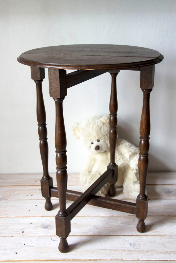 Antique gate leg table, Folding table, Table with criss crossed legs, Turned legs, End table, Round coffee table, Wood, Wooden bedside table