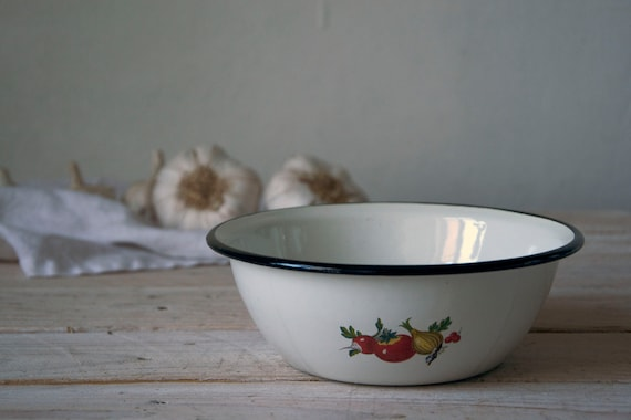 Rustic vintage enamel bowl, White enamel plate with little black, Metal bowl with black rim, Rustic kitchen decor, Enamel tableware