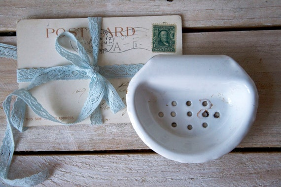 Vintage enamel soap dish, Rustic soap holder, Tiny white enamel bowl, Antique soap dish, Vintage bathroom, Bathroom decor, Enamelware dish