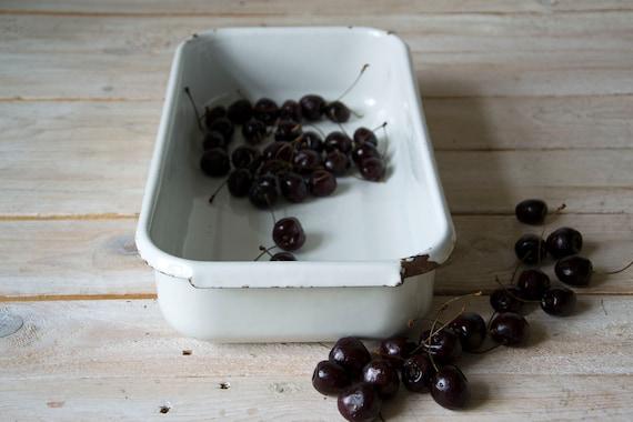 Rustic vintage enamel bowl, White enamel bowl, Enamel tray, Big metal bowl, Rustic kitchen decor, Large enamelware, Enamel tableware