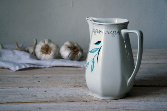Vintage stoneware pitcher, Cream white milk jug with little gold, Ceramic milk jug, Pottery jug, Table setting, Milk dish, Kitchenware