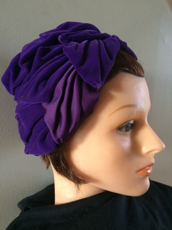 True Vintage 1940s Purple Velvet Women's Hat, Fanc