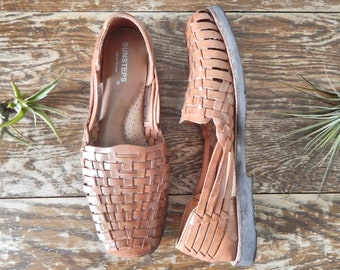 b35fa38f57c5 Women s Vintage 90s Sunsteps Cognac Brown Leather Hand Woven Closed Toe Huaraches  Sandals    Size 7