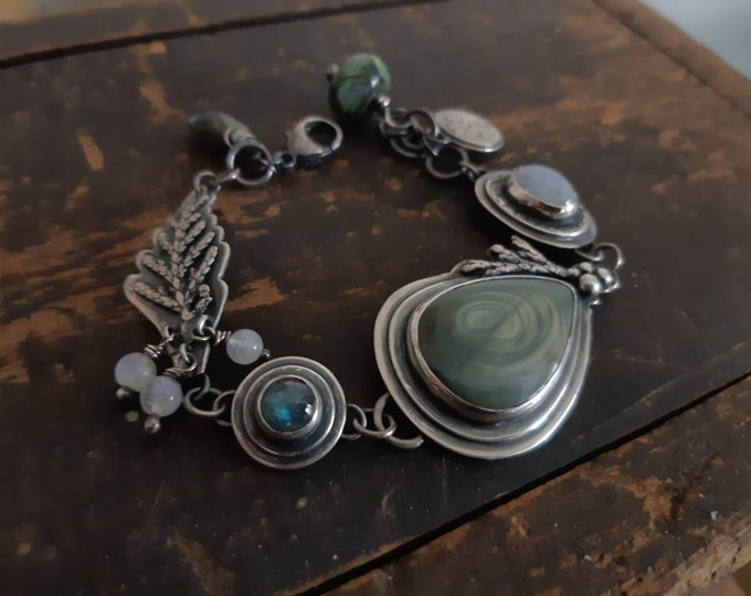 Moonstones adjustable sterling silver bracelet, labradorites rustic bracelet, evergreen jewelry, juniper jewelry, winter tone, multi-stones