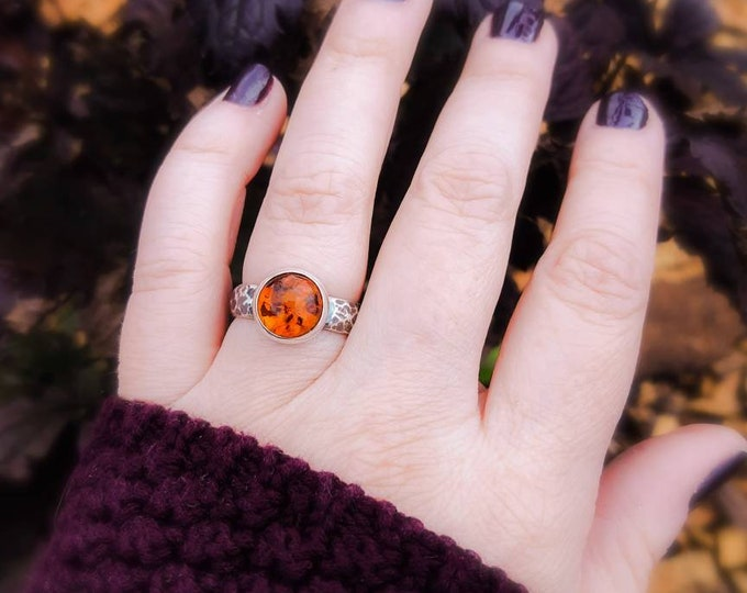 Round amber sterling silver ring, amber hammered silver ring, handforged amber ring, artisan amber ring, oxidized amber ring