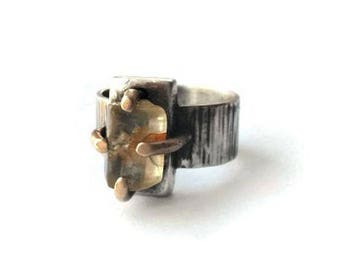 Recycled sterling silver,  yellow gold 14K 18K, rustic rough chic ring, natural sapphire crystal, handforged, artisanal, quebec, size 7