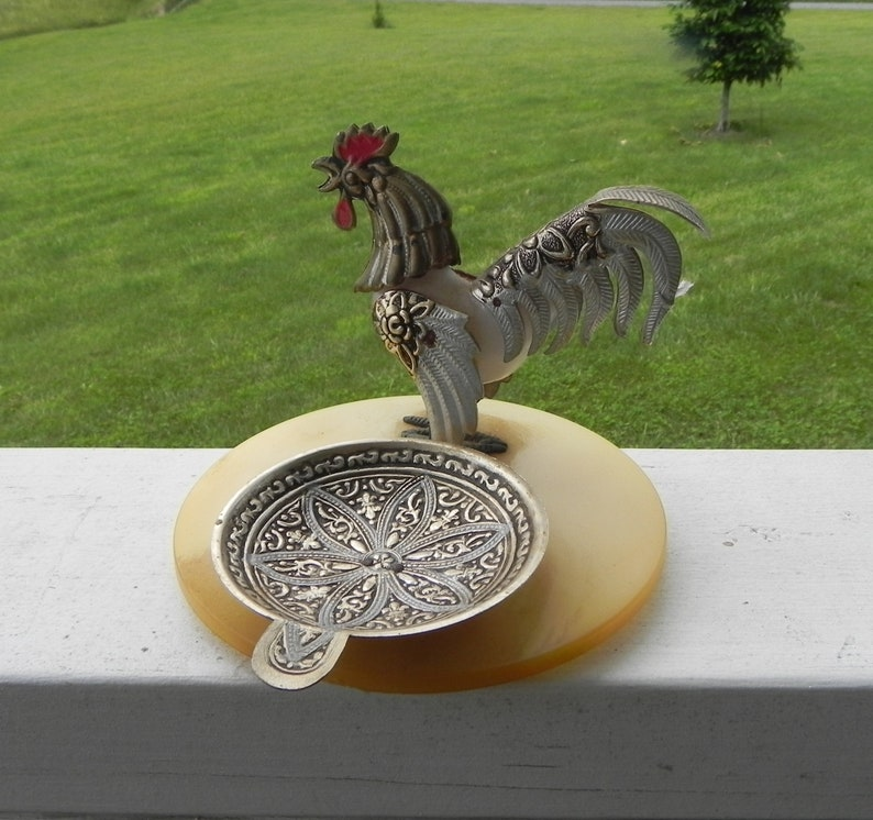 Antique Rooster Tin /& Plastic Ash Tray