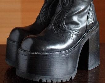 719d6cbc5e82 BUFFALO super high platform booties 90 s Club Kid Grunge Gothic 90s boots  vintage killler boots chunky clubkid platform goth retro punk