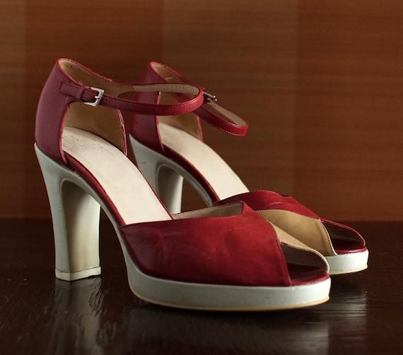 Designer HUGO BOSS vintage platform peep toe sanda