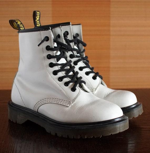 Dr Martens WHITE vintage boots 8eylet Made In ENGL