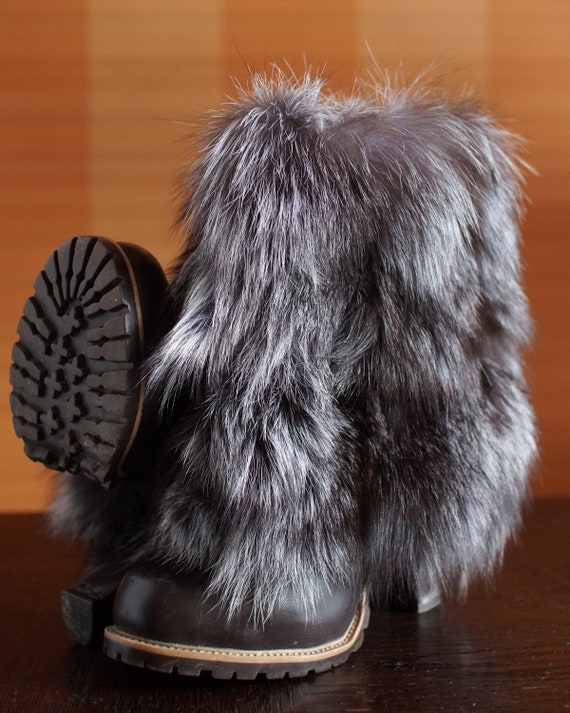 designer Vintage fur platform boots