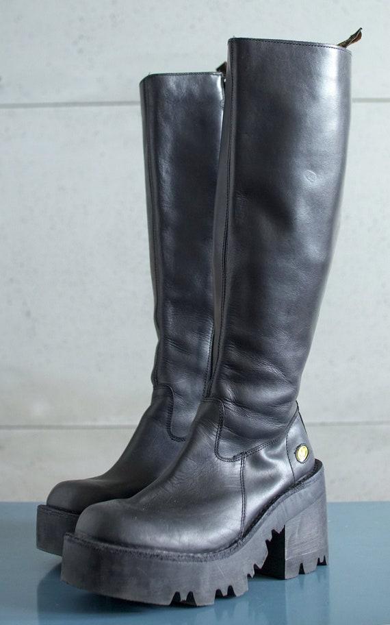 Reserved///  BUFFALO tread platform boots 90's Clu