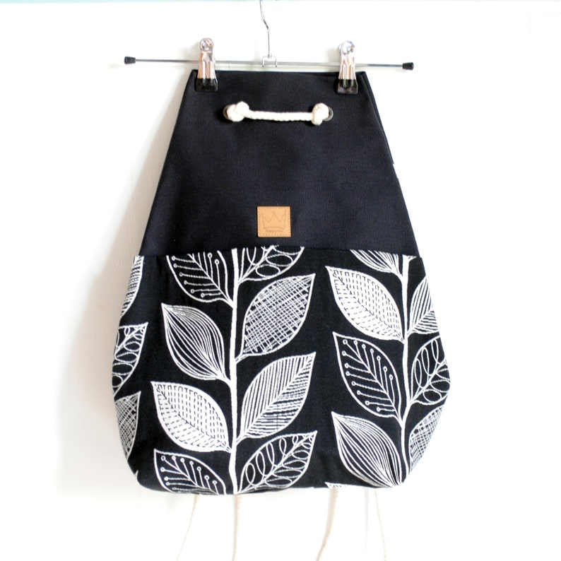yoga In black fabric with leaves PRE-ORDINE-Women/'s backpack gym suitable for sports large pouch for leisure