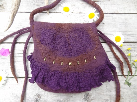 Handknitted little pixie pouch~faery pouch~faery bag~decorative wall hanging~herb pouch~hippy~festival~green~boho ~Crystal pouch