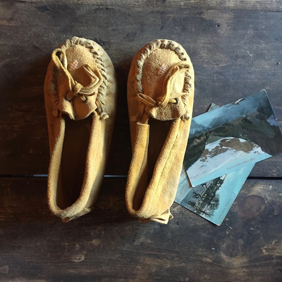 Handcrafted Moccasins - Canadian Aboriginal Made -