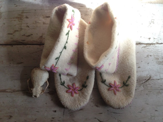 wool moccasins / Native moccasins / wool slippers