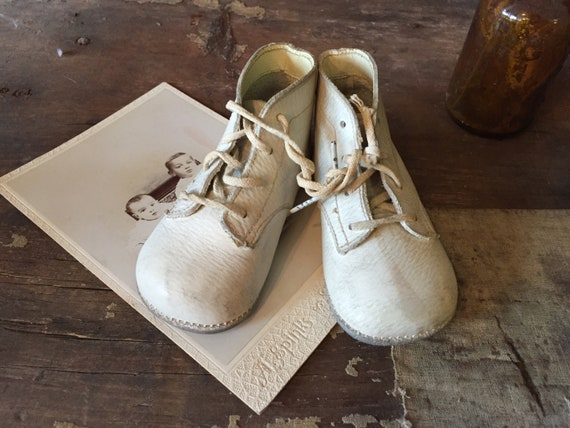 1940s white leather baby boots / leather baby shoe