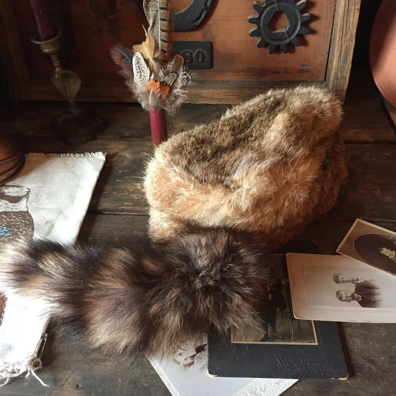 ff87d72bd1355 Vintage Raccoon Tail Hat Davy Crockett hat Genuine Raccoon