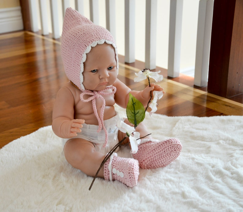 new knit baby photo prop,baby girl photo prop,knit baby booties bonnet,baby knit set,blush knit set,baby girl knit boots,knit bonnet,boots,