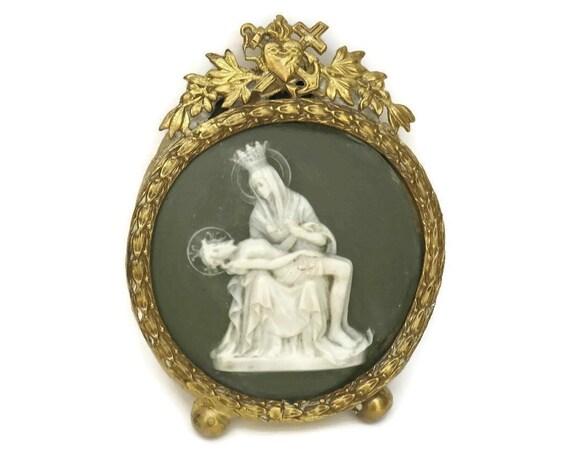 La Pieta Medallion.
