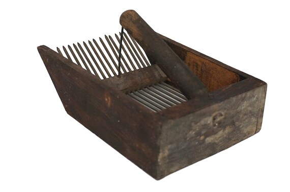 Rustic Wooden Berry Picker Comb, French Country Garden Fruit Scoop