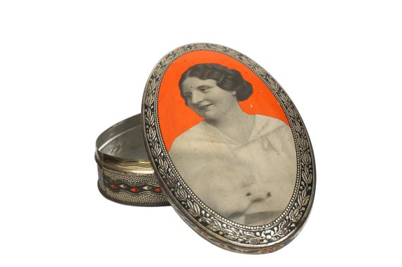 Art Deco Biscuit Tin Box, Lithograph Portrait of Queen Juliana of the Netherlands