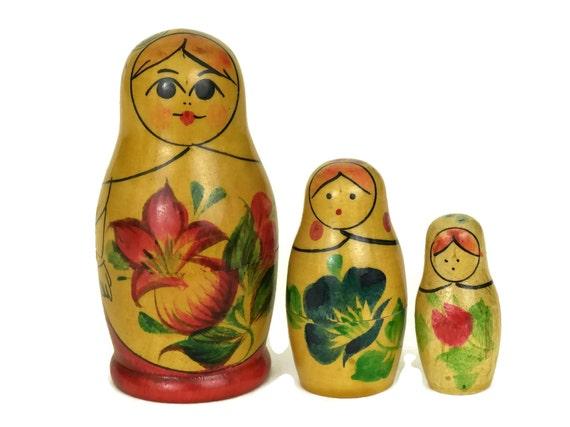 Vintage Matryoshka Dolls. Russian Babushka Nesting Doll Set. Soviet Toy & Souvenir Gifts and Decor.
