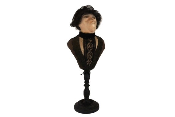 Old Lady Portrait Bust Figurine, La Cousine Bette Caricature, French Literature and Book Lover Gift