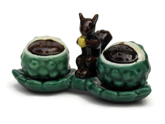 French Vintage Ceramic Squirrel Salt and Pepper Shaker Set. Mid Century Ceramic Tableware. Woodland Table Decor.