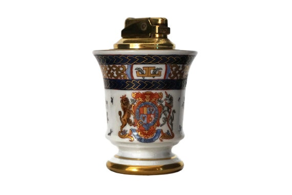 Porcelain Table Lighter with Hand Painted Order of The Garter Armorial Crest Coat of Arms