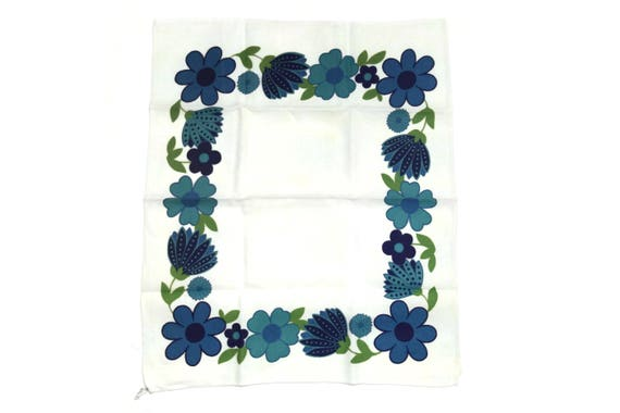 French Vintage Linen Tea Towels. 1970s Daisy Flower Printed Dish Cloth. Retro Blue Kitchen Decor. Groovy Dish Towel.