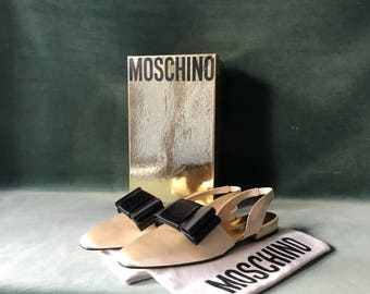 90s Moschino shoes / vintage Moschino satin slingbacks / ivory satin and big black bow pumps / wedding slingback pumps / 38 EU / 7.5 US /