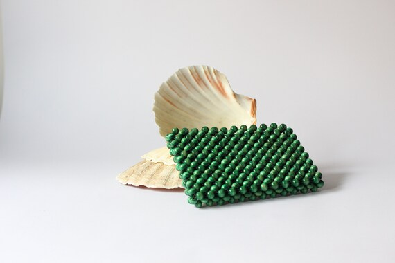 60s green wood beaded mini purse / wooden bead coi