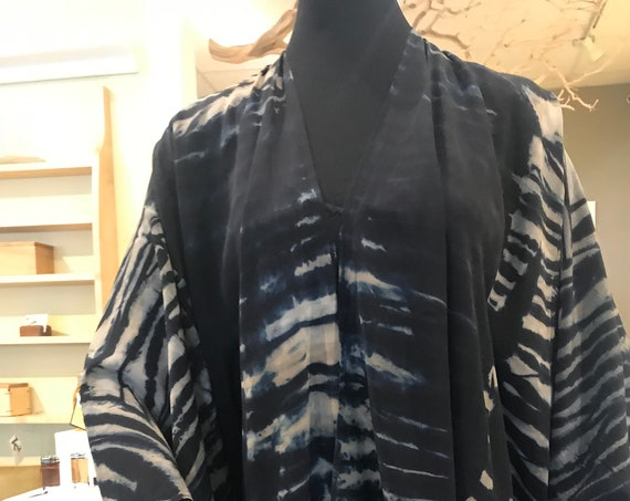 silk cape, shoulder wrap, Arashi Shibori dyes, black, beige and taupe