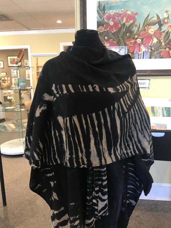 silk cape, shoulder wrap, Arashi Shibori dyes, black, beige and taupe