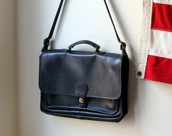 8b02afd9a308 Vintage Black Coach Messenger Bag