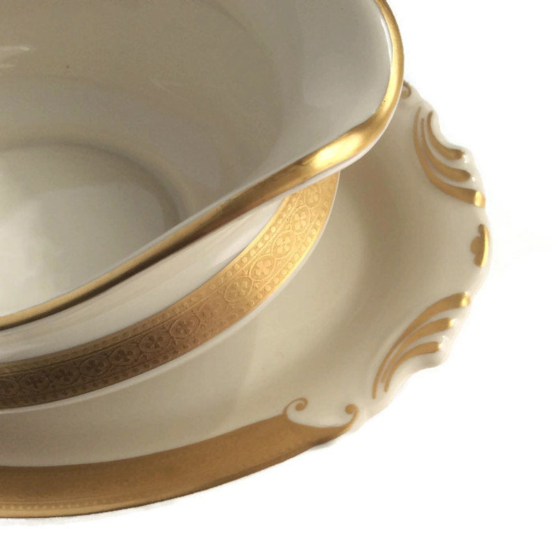 wedding china Syracuse China Gravy Boat Old Ivory Bracelet pattern gold band MINT retro kitchen place settings dinnerware tabletop