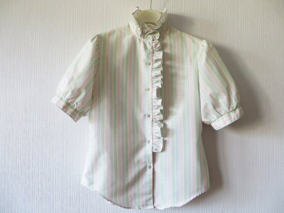 1010ea1af75f Vintage 80er Jahre gestreifte Jabot Bluse Rüschen Stehkragen   Etsy