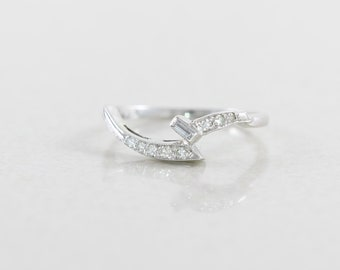 14k White Gold Diamond Band Ring size 6