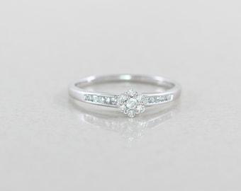 10k White Gold Diamond Flower Ring Size 7 1/4